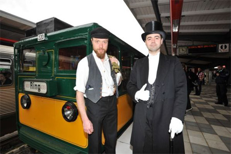 U-Bahn Jubiläum wird mit einer HOCHBAHN-Fahrzeugparade gefeiert