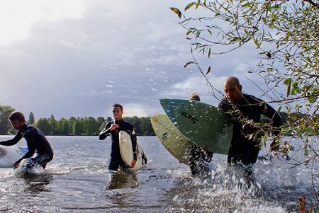 Coldwater Charity Challenge – Wellenreiter paddeln auf dem Hamburger Stadtparksee