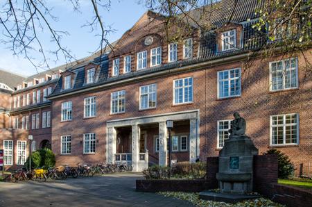 Am Kunst- und Mediencampus Hamburg treffen Hightech, Heimatschutz und Heizkörper zusammen