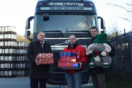 Weihnachtspäckchenkonvoi liefert Geschenke an bedürftige Kinder