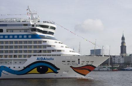 Kreuzfahrtfans: AIDA Cruises kommt 2015 mit fünf Schiffen 55x nach Hamburg