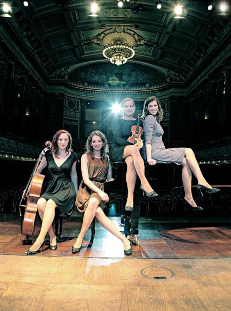 Salut Salon spielen ab 6.Juli auch im Thalia Theater Schicksal