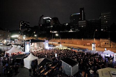 Hard Rock Cafe Hamburg feiert seinen dritten Geburtstag