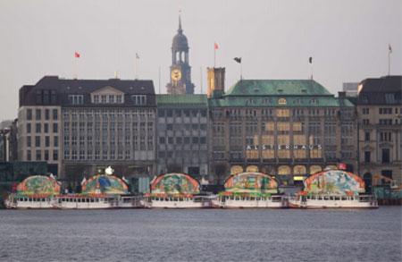 Der Weihnachtsmann plant Besuch auf den Hamburger Märchenschiffen