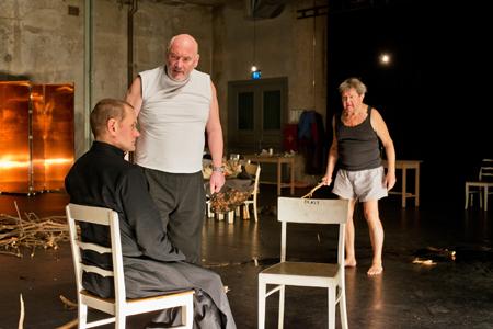 KARAMASOW von Thorsten Lensing als Schauspielerfest auf Kampnagel