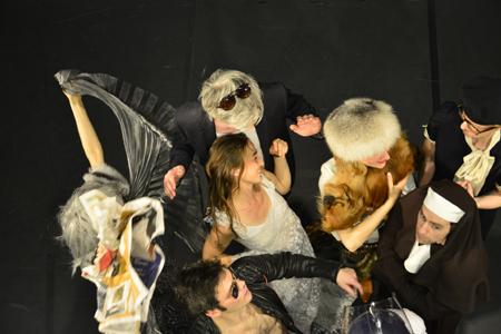 Handkes DIE STUNDE DA WIR NICHTS VONEINANDER WUSSTEN wird bei Nico and the Navigators skurriles Musiktheater
