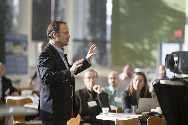 Prospektständer leisten einen wesentlichen Beitrag zur Firmenpräsentation