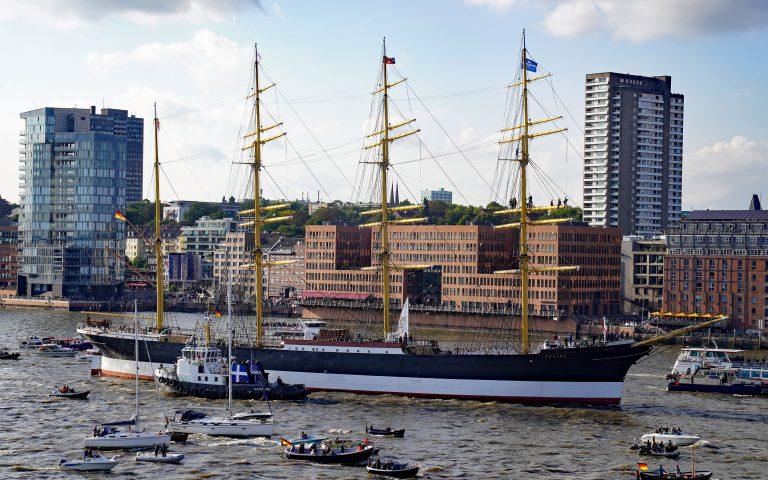 Viermastbark PEKING ist zurück in Hamburg